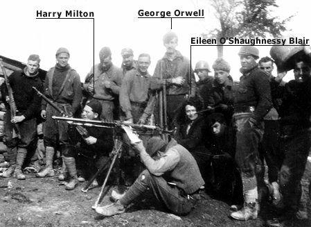 Orwell en una foto durante la G. C. Española junto las Brigadas Internacionales. Aparece también su primera esposa Eileen, que le visitó.